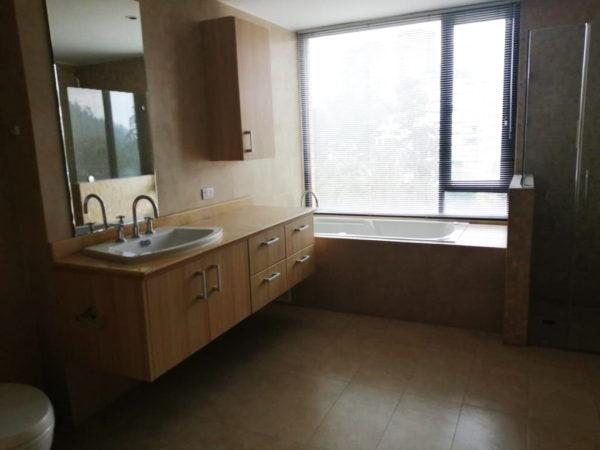 Baño máster departamento bellavista
