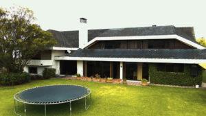 Jardín posterior casa el condado rumiyacu quito