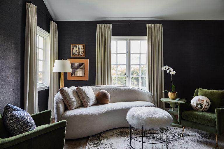 Enfatiza líneas verticales en tu sala