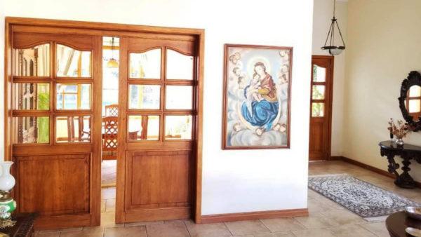 Hall ingreso y comedor principal casa primavera cumbayá