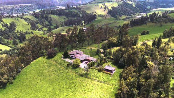 Casa de hacienda vista oeste pasochoa sangolquí