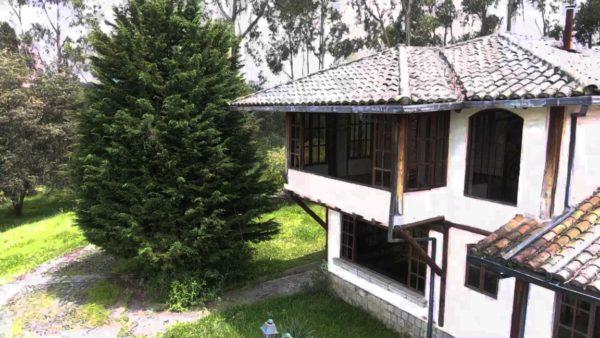 Fachada frontal casa de hacienda pasochoa sangolquí