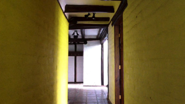 Corredor amarillo casa hacienda pasochoa sangolquí