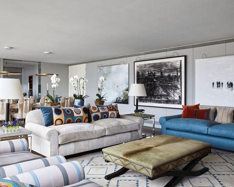 Sala con zonas pequeñas divididas con muebles
