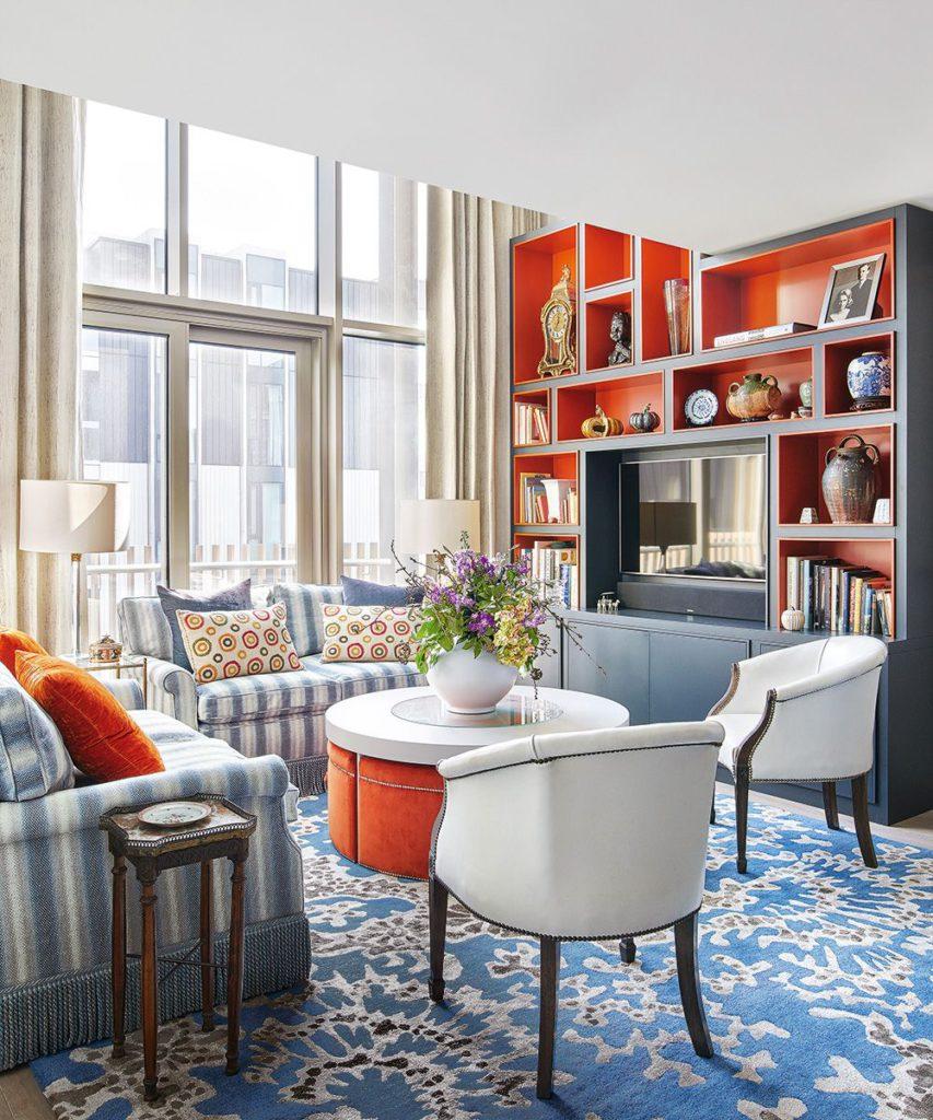 Ideas para salas pequeñas con estantes naranjas