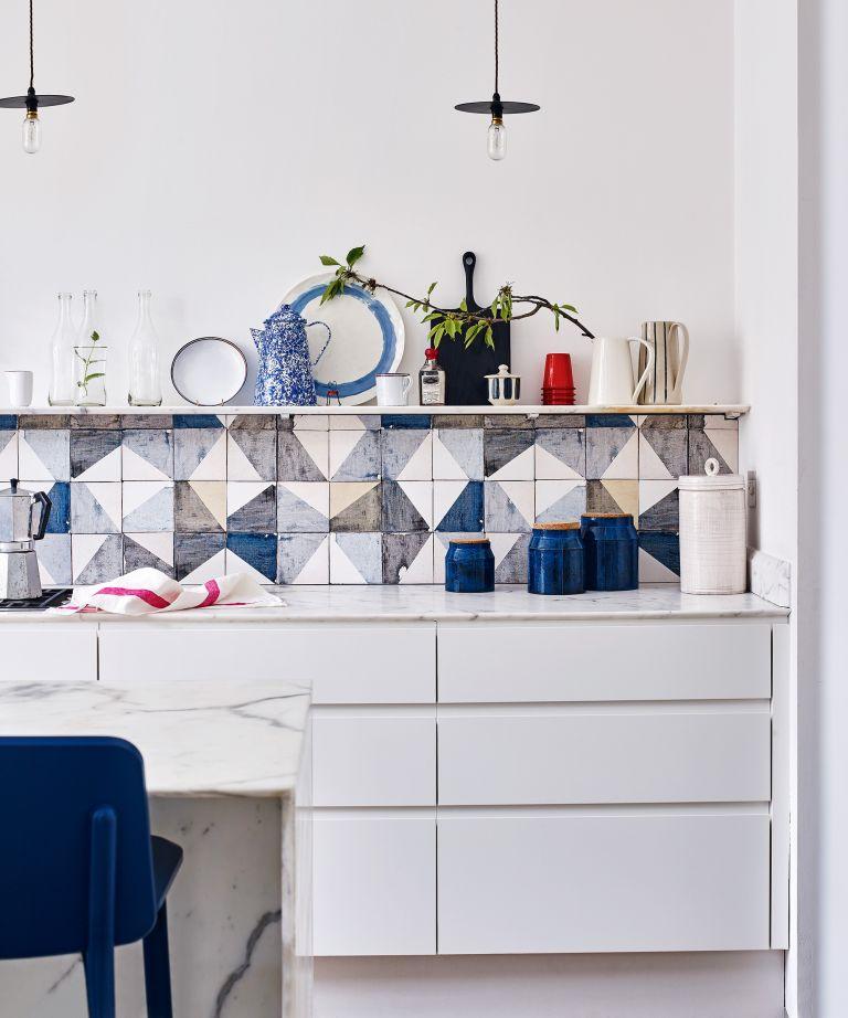 Cocina con azulejos artesanales
