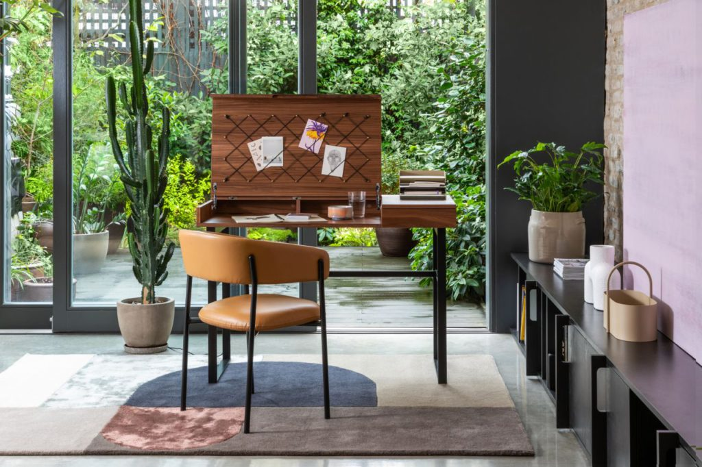 Oficina en casa con vista a jardin